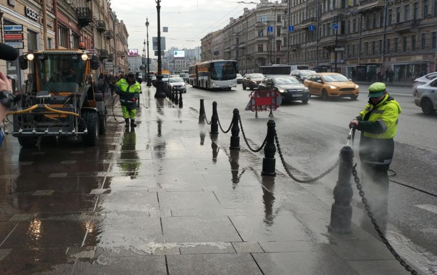"Весенняя уборка улиц в Петербурге. Фото gov.spb.ru/gov/otrasl/blago, ""Metro"""