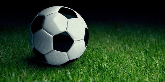 Играйте в футбол дома.
