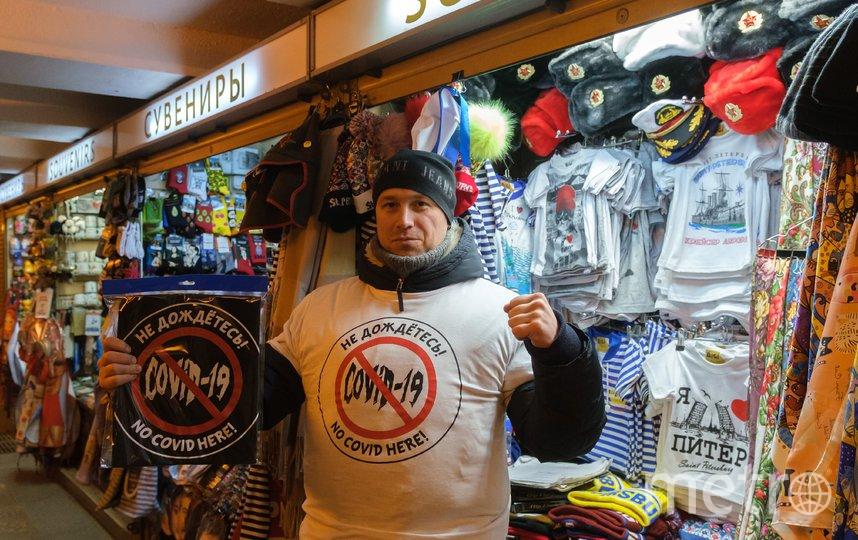 "Футболка с принтом, посвящённым коронавирусу. Фото Алена Бобрович, ""Metro"""