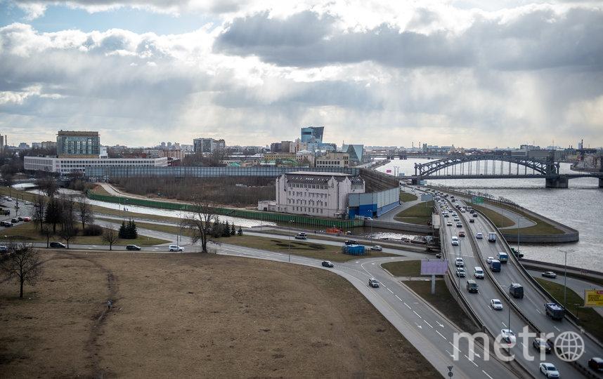 """Здесь, на Охтинском мысе, может появиться 28-метровый комплекс: эксперты говорят, он будет похож на построенные в Дубае в 2000-х шедевры. Фото Святослав Акимов, """"Metro"""""""