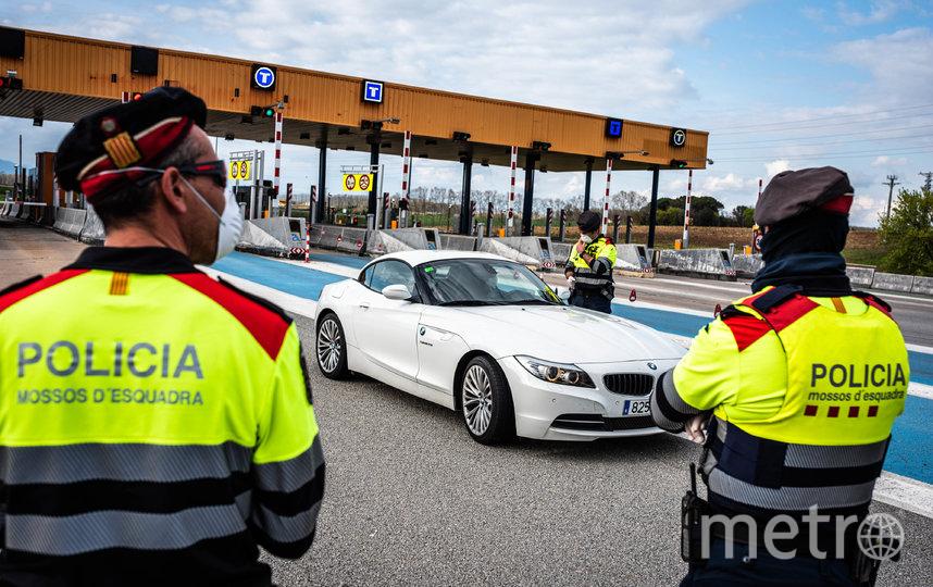Испанцам не просто не рекомендуется выходить на улицу без необходимости, а строго запрещается. Фото Getty