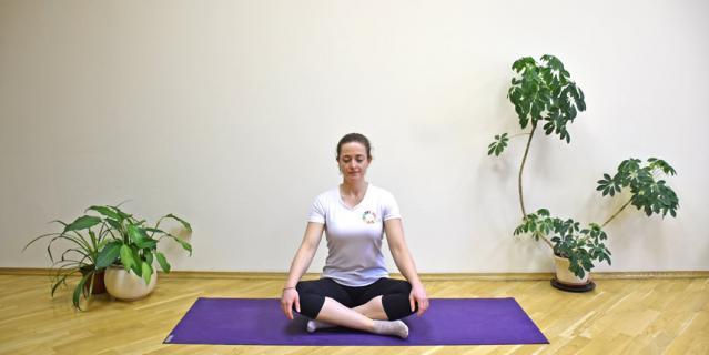 Медитация в пололожении сидя.
