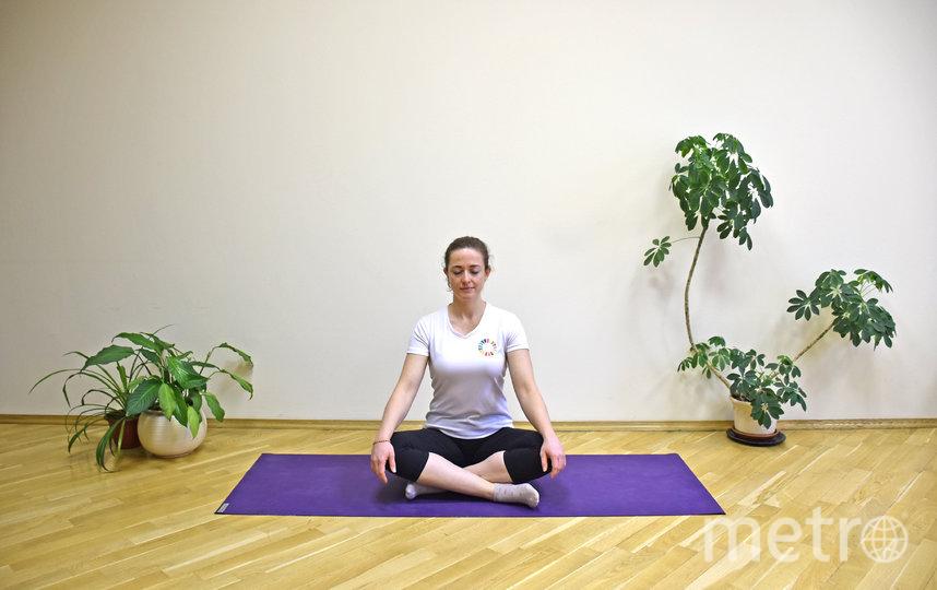 """Медитация в пололожении сидя. Фото Европейский офис ВОЗ по профилактике неинфекционных заболеваний и борьбе с ними, """"Metro"""""""
