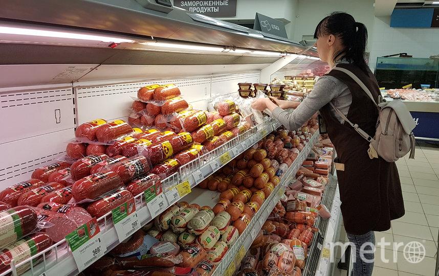 Темп работы сотрудников супермаркетов заметно увеличился, но не всех это огорчает. Фото Василий Кузьмичёнок