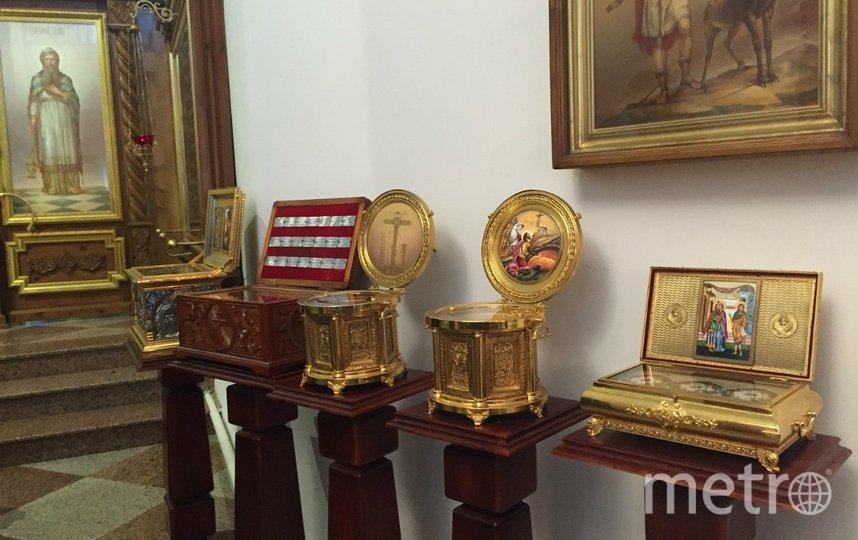 Ковчеги с мощами православных святых. Фото Фото автора