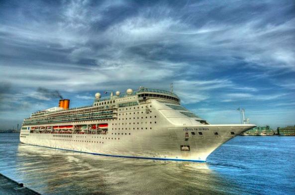 Круизный лайнер Costa Victoria. Фото Instagram @minamiza01