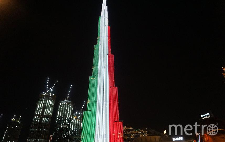 """Небоскрёб """"Бурдж-Халифа"""" окрасился в цвета итальянского флага. Фото AFP"""