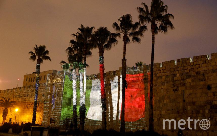 Проекция флага Италии на стене Старого города Иерусалима в знак поддержки тех, кто страдает от коронавируса в Италии. Фото AFP