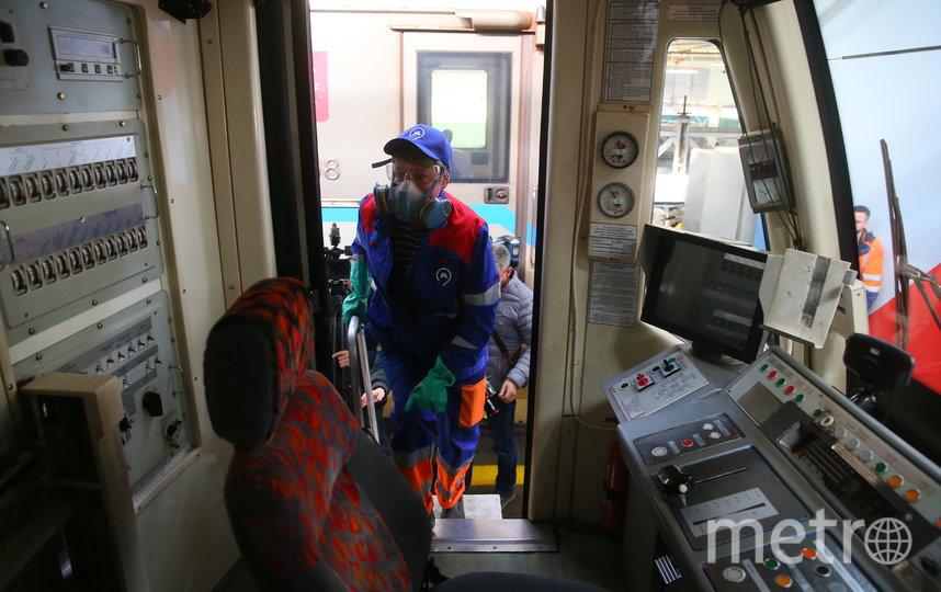 Обработку станций столичного метро проводят раз в два часа. Фото Василий Кузьмичёнок