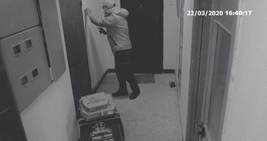 Необычный ритуал попал в объектив камеры.