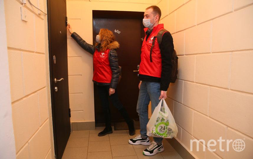 Волонтёры в Москве всегда готовы прийти на помощь. Фото Василий Кузьмичёнок