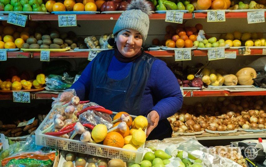 """Продавцы магазинов остаются на рабочих местах. Майя Нигматова. Фото Алена Бобрович, """"Metro"""""""