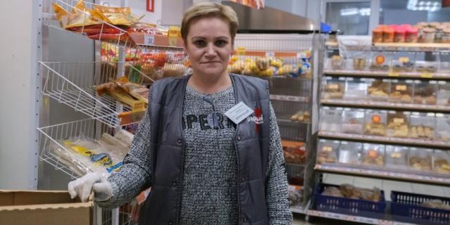 Светлана Владиславлева не расстаётся с перчаткам.