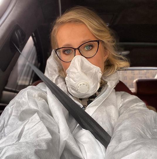 Ксения Собчак носит респиратор и критикует коллег. Фото скриншот instagram.com/xenia_sobchak/?hl=ru