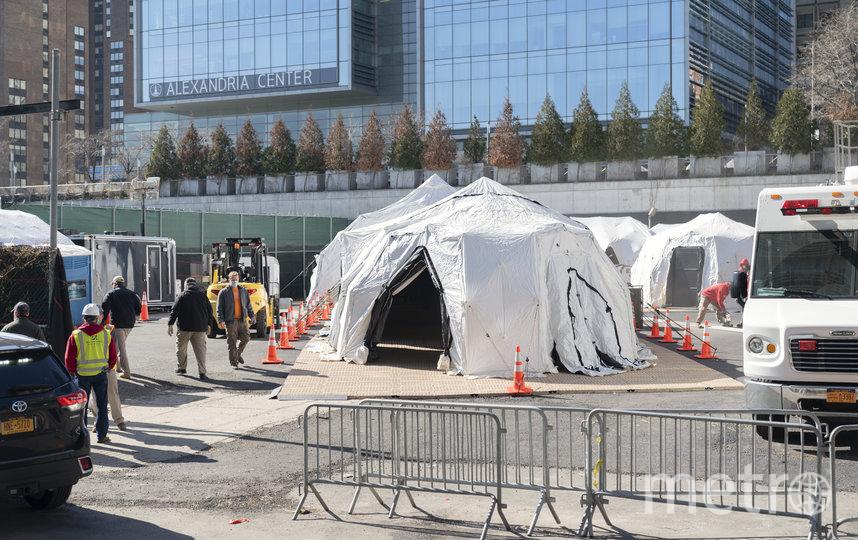 Палатки для хранения тел умерших. Фото Getty