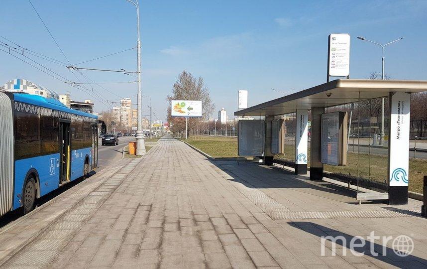 Москва, 28 марта. Автобусная остановка, утро. Фото Василий Кузьмичёнок