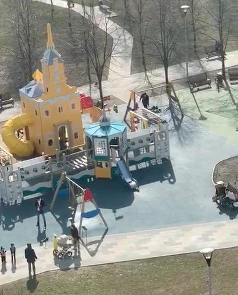 """Москва, 28 марта. Марьино, Дюссельдорфский парк, улица Белореченская. Фото """"Metro"""""""