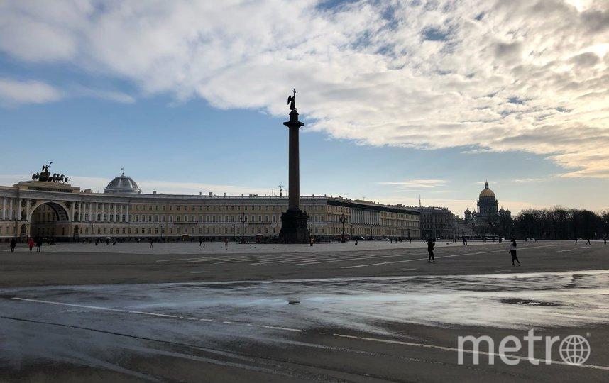 """Дворцовая без туристов выглядит, как фильмах о постапокалипсисе. Фото Карина Тепанян, """"Metro"""""""