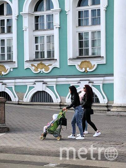 """Некоторые не боятся гулять даже с детьми. Фото Карина Тепанян, """"Metro"""""""