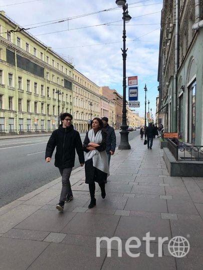 "Почти все гуляют без масок. Фото Карина Тепанян, ""Metro"""