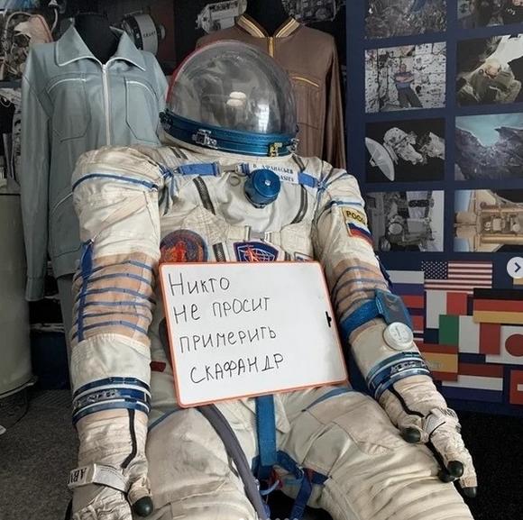 """Российские музеи, библиотеки и театры устроили """"скучающий флешмоб"""". Фото скриншот: instagram.com/yaroslavl_culture/"""