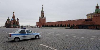 Жители Москвы отправились на самоизоляцию: фото безлюдных улиц города