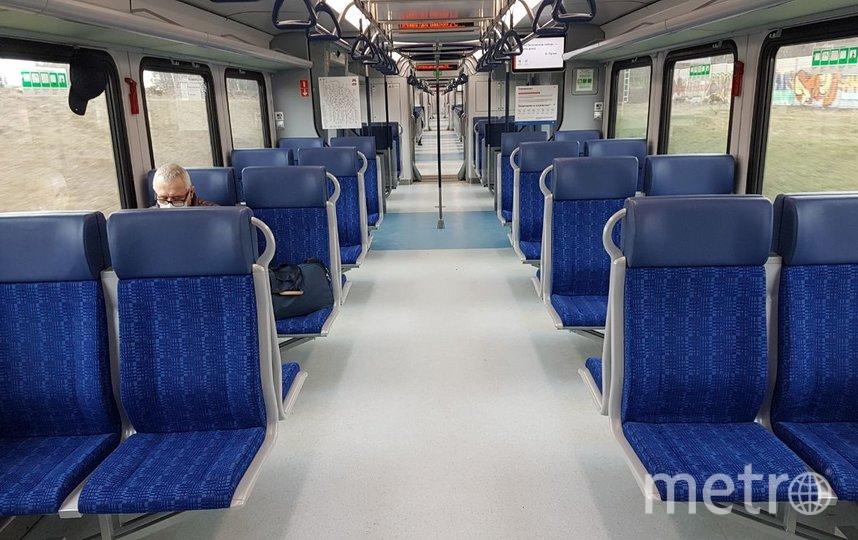 В электричке МЦД по 3-4 человека в вагоне, некоторые вагоны вообще пустые. Фото Василий Кузьмичёнок