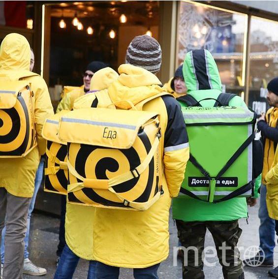 У доставщика обязательно должна быть маска и перчатки. Некоторые компании позволяют не оплачивать заказ, если их курьер не надел эти средства защиты. Фото Instagram