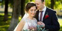 Фотограф: Свадьбы на Красную горку пары не спешат отменять, но многие меняют формат