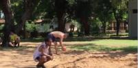 Появилось видео, как Роналдиньо играет с мячом в тюрьме