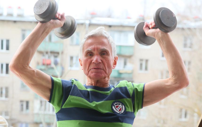 Александр Новиков рассказал Metro, как изменилась его жизнь из-за коронавируса, и поделился комплексом упражнений, которые помогают ему сохранять активность в домашних условиях. Фото Василий Кузьмичёнок