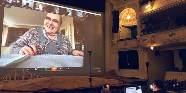 В БДТ прошел виртуальный сбор труппы. Нина Усатова на связи с Андреем Могучим.