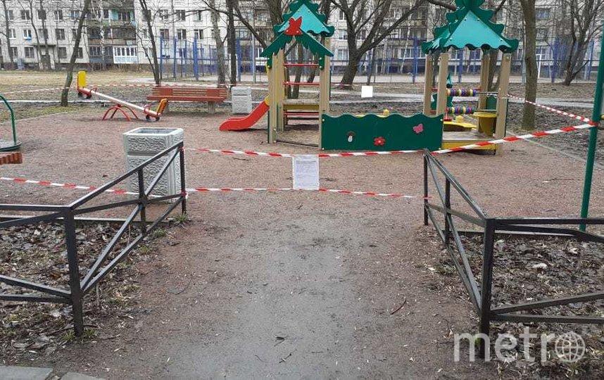 Муниципальное образование №72 оградило детские площадки. Фото vk.com/spbmo72