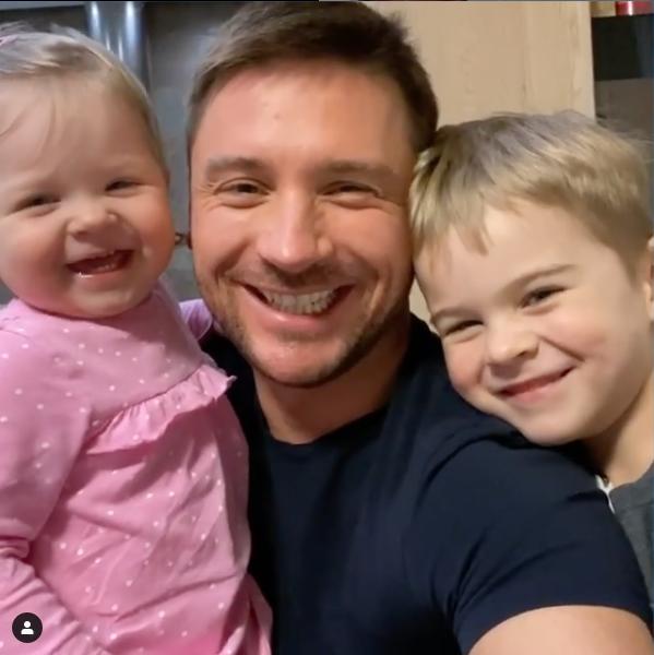 Сергей Лазарев с детьми. Фото скриншот instagram.com/lazarevsergey/