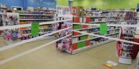 Покупать и смотреть можно, трогать нельзя: как торгуют магазины Ленобласти