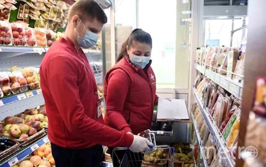 Московские супермаркеты с трудом справляются с заказами на дом. Фото РИА Новости