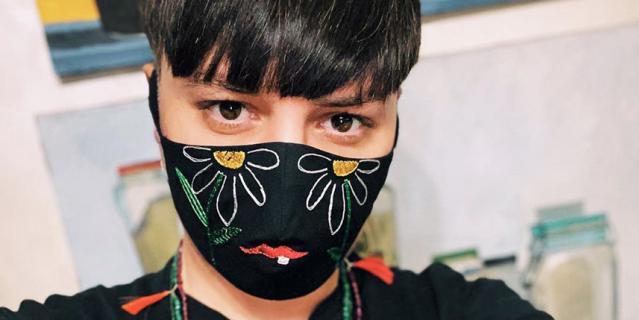 Многоразовая маска из хлопка с декоративной вышивкой Alexander Arutyunov (5000 руб).
