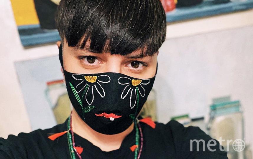 Многоразовая маска из хлопка с декоративной вышивкой Alexander Arutyunov (5000 руб). Фото https://www.instagram.com/alexanderarutyunov/