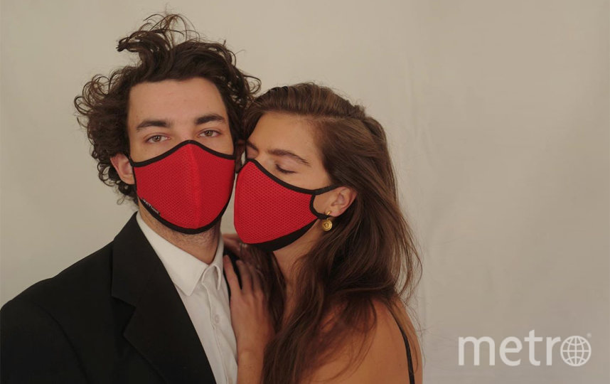 Многоразовая маска из джерси, хлопка, шерсти и нейлона от бренда Кети Топурии KETIone (1500 руб). Фото https://www.instagram.com/_ketione_/