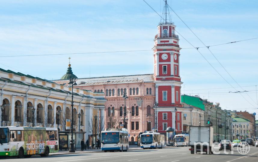 """Пустой Невский проспект во время режима самоизоляции. Фото """"Metro"""""""