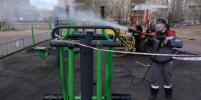 В Петербурге проводят санитарную обработку детских и спортивных площадок: фото
