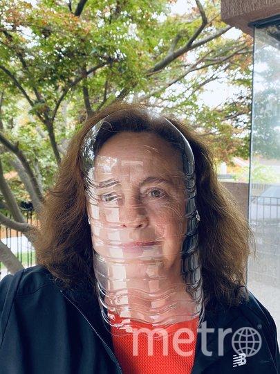 Мать пользователя @gaygigante в Twitter создала маску из 5-литровой бутылки воды и двух эластичных нитей. Фото скриншот @GAYGIGANTEM