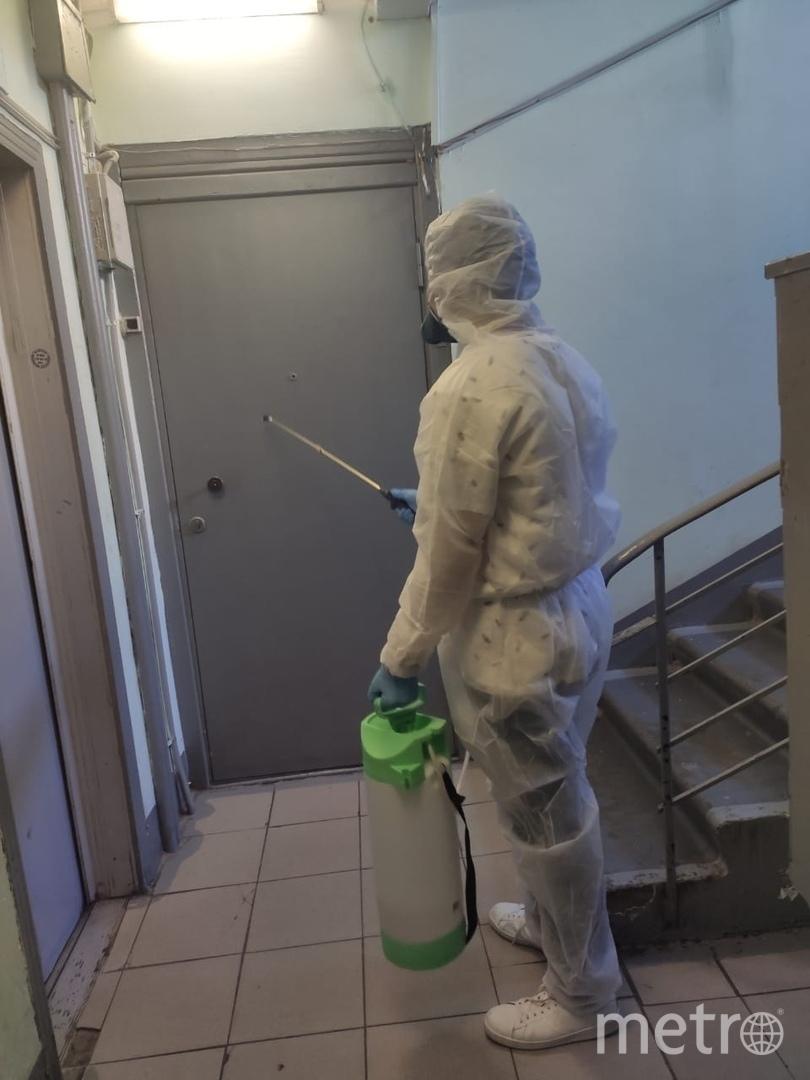 """Уборка в подъездах. Фото предоставлено источником, """"Metro"""""""