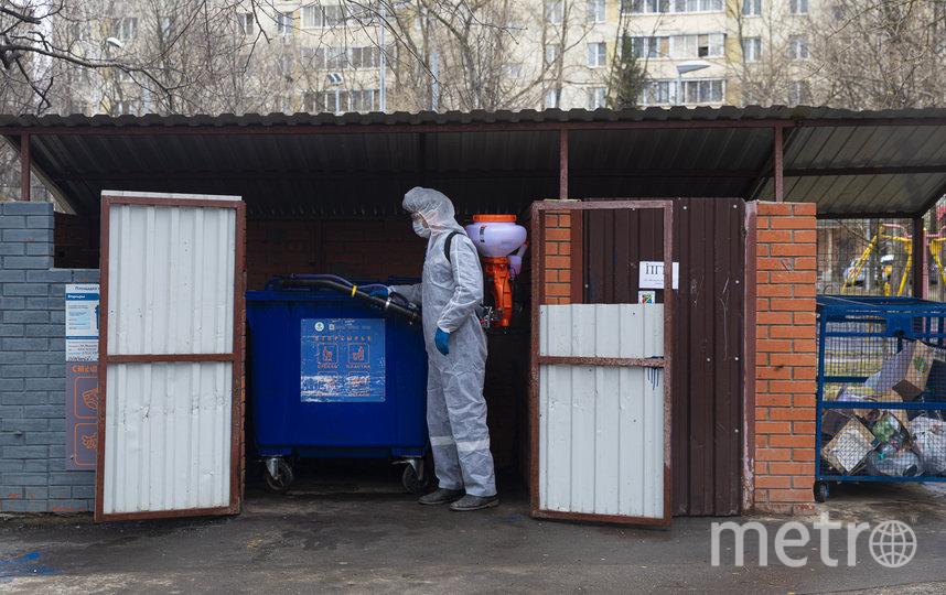"""Дезинфекция мусорных баков. Фото предоставлено пресс-службой Комплекса городского хозяйства, """"Metro"""""""