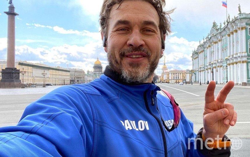 Дмитрий Павлов на Дворцовой площади и его трек. Фото Иллюстрации предоставлены героем публикации