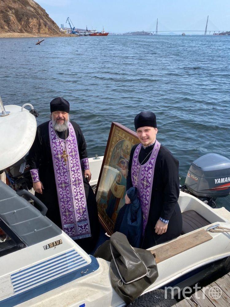 Священники на катере. Фото Пресс-служба Владивостокской епархии