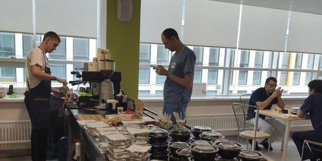 """Кофейня в Коммунарке от """"Кофе с печенькой"""" и еда, которую привозят в рамках проекта #боремсявместе."""