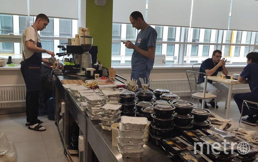 """Кофейня в Коммунарке от """"Кофе с печенькой"""" и еда, которую привозят в рамках проекта #боремсявместе. Фото Скриншот Instagram/coffeecake_mobile"""