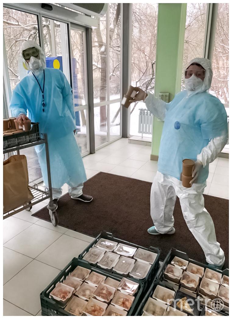 """Блюда из """"Дашиных пирожков"""" отправляются к медикам и волонтёрам ГКБ №52. Фото предоставлено Дашей Сонькиной"""