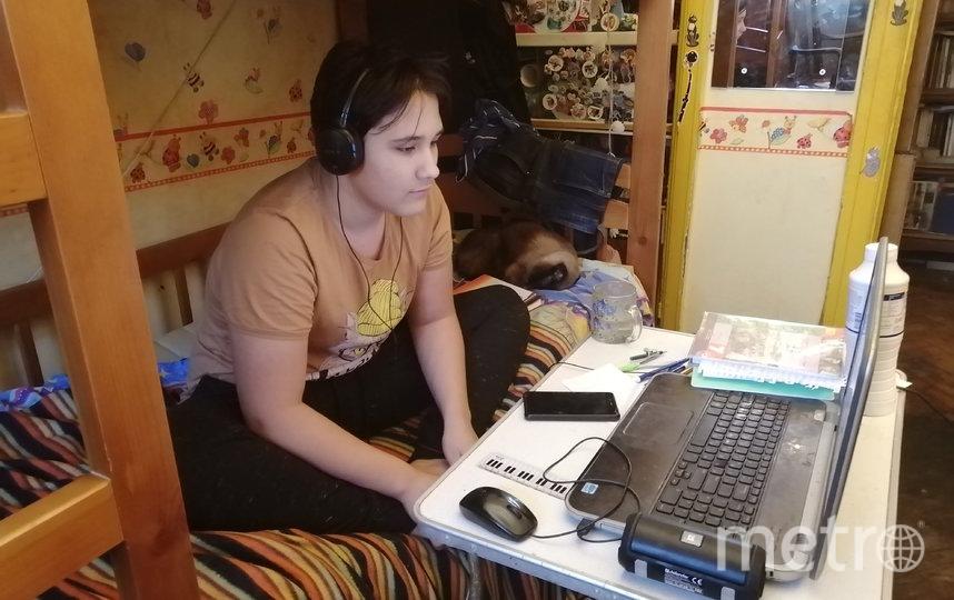 """Ребёнок не отрывается от компьютера. Фото Светлана Перцова, """"Metro"""""""